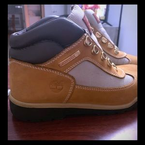 Authentic Timberland Field boot! Boys 6